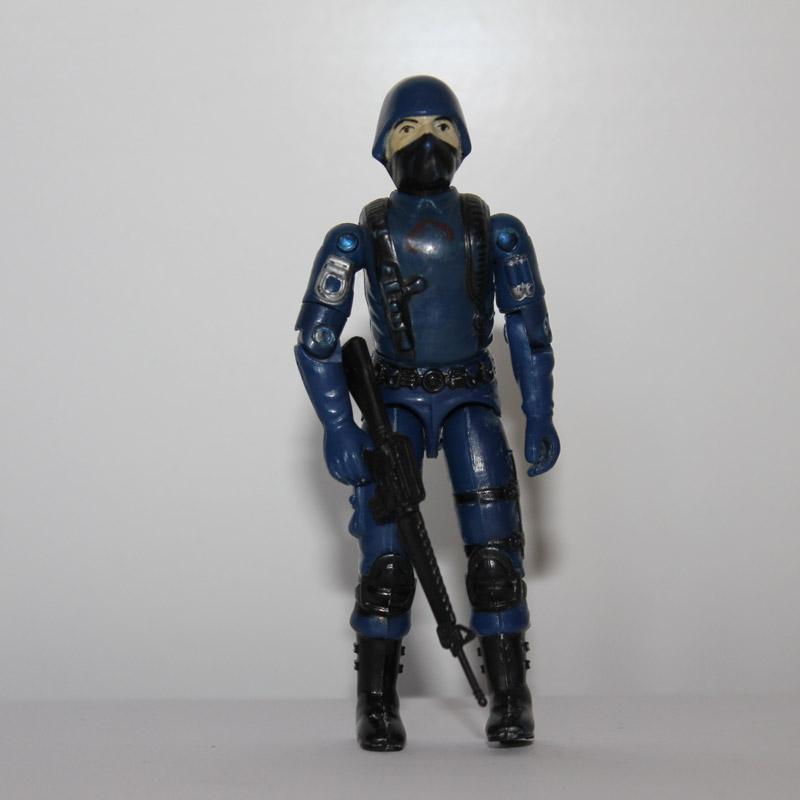 COBRA OFFICER (1983)